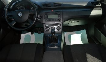 VW Passat 2,0 FSi Trendline 4d full